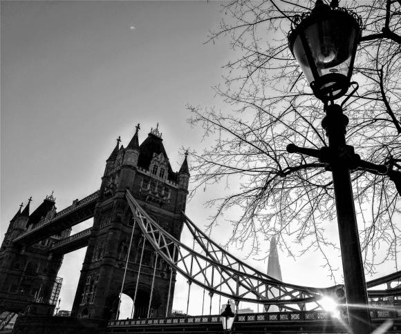 """Estou em Londres """"OResumão"""""""